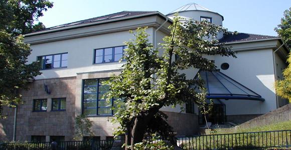 Egészségügyi Menedzserképző Központ