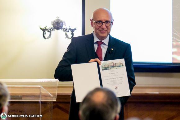 Dr. Stefan W. Hell Nobel Prize winner scientist received the Semmelweis Budapest Award this year