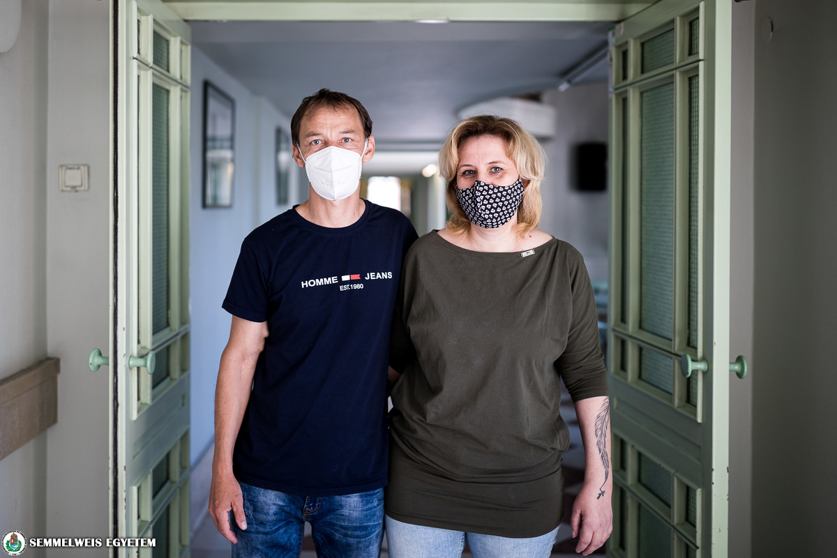 The 500th live-donor kidney recipient and his partner, the donor