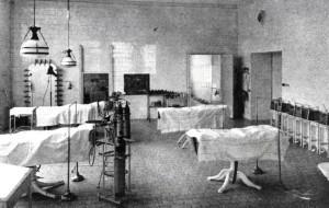 Az egyik műtő a klinika 1909-es megnyitásakor