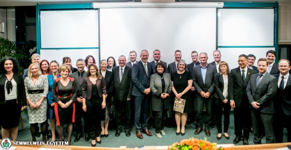 Diplomaátadó ünnepség az Egészségügyi Menedzserképző Központban