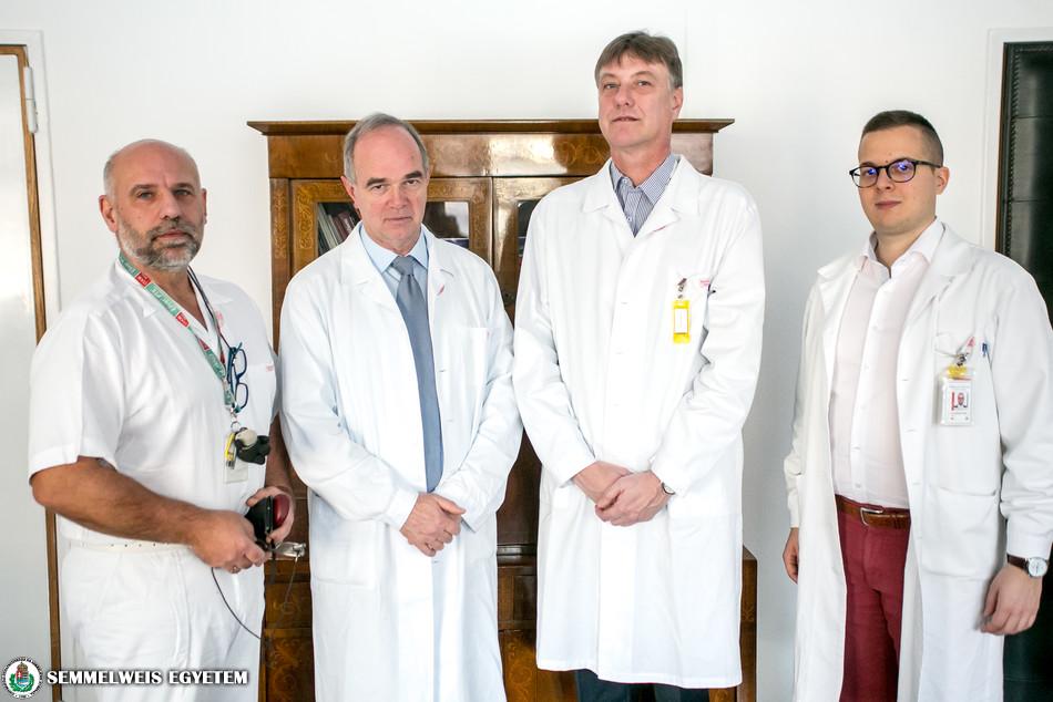 Balról jobbra: Dr. Bánsághi Zoltán; Dr. Bérczi Viktor; Dr. Györke Tamás (igazgató, Nukleáris Medicina Központ) ; Dr. Czibor Sándor (szakorvosjelölt, Nukleáris Medicina Központ )
