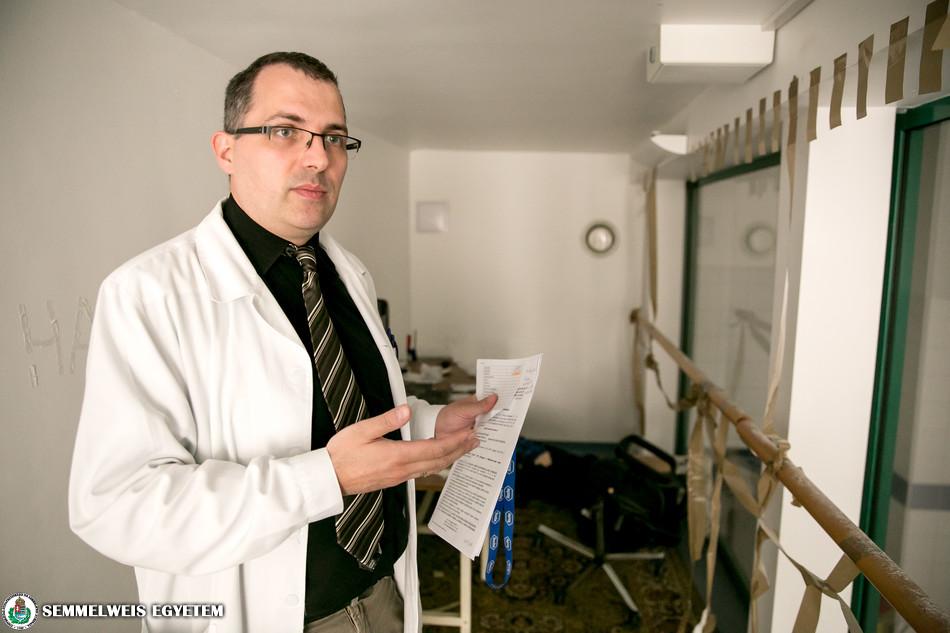 A galérián szimulációs helyiséget rendeztek be a helyszíni halottvizsgálat gyakorlásához.