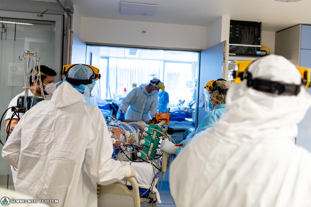 COVID betegellátás a Városmajori Szív- és Érgyógyászati Klinika Kardiológiai Intenzív Osztályán 2021.03. Fotó: Kovács Attila - Semmelweis Egyetem