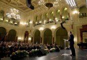 Budapest, 2016. augusztus 18. Lázár János Miniszterelnökséget vezetõ miniszter beszédet mond az augusztus 20-i nemzeti ünnep alkalmából a Pesti Vigadó dísztermében tartott ünnepségen és az állami kitüntetések átadásán 2016. augusztus 18-án. MTI Fotó: Koszticsák Szilárd