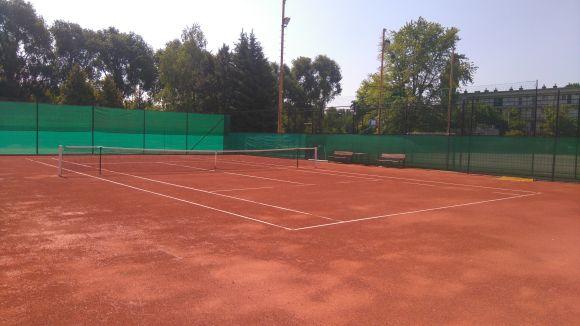 Esti teniszezési lehetőség már a salakos teniszpályán is! További információ a képre kattintva tekinthető meg.