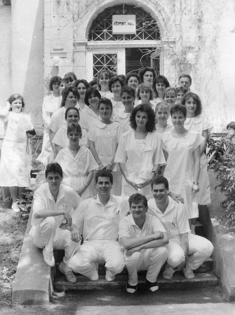 Az első nappali képzési formában végzős diplomás ápolók a gyakorlatizáróvizsga után